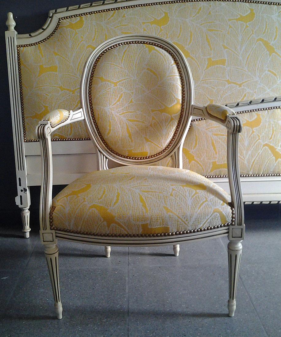 Afgewerkte antieke stoel